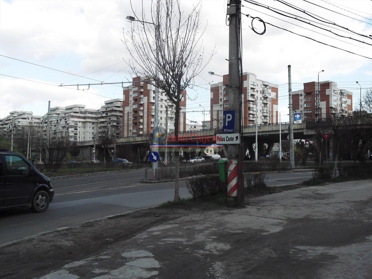 """Indicatorul rutier care a fost """"impaturat ca o batista"""" de pe stalpul din strada Plopilor a fost adus la forma initiala FOTO"""