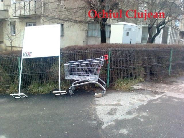 Clujul in Imagini! Carucioarele supermarketului Penny abandonate de clienti pe strazile clujului FOTO