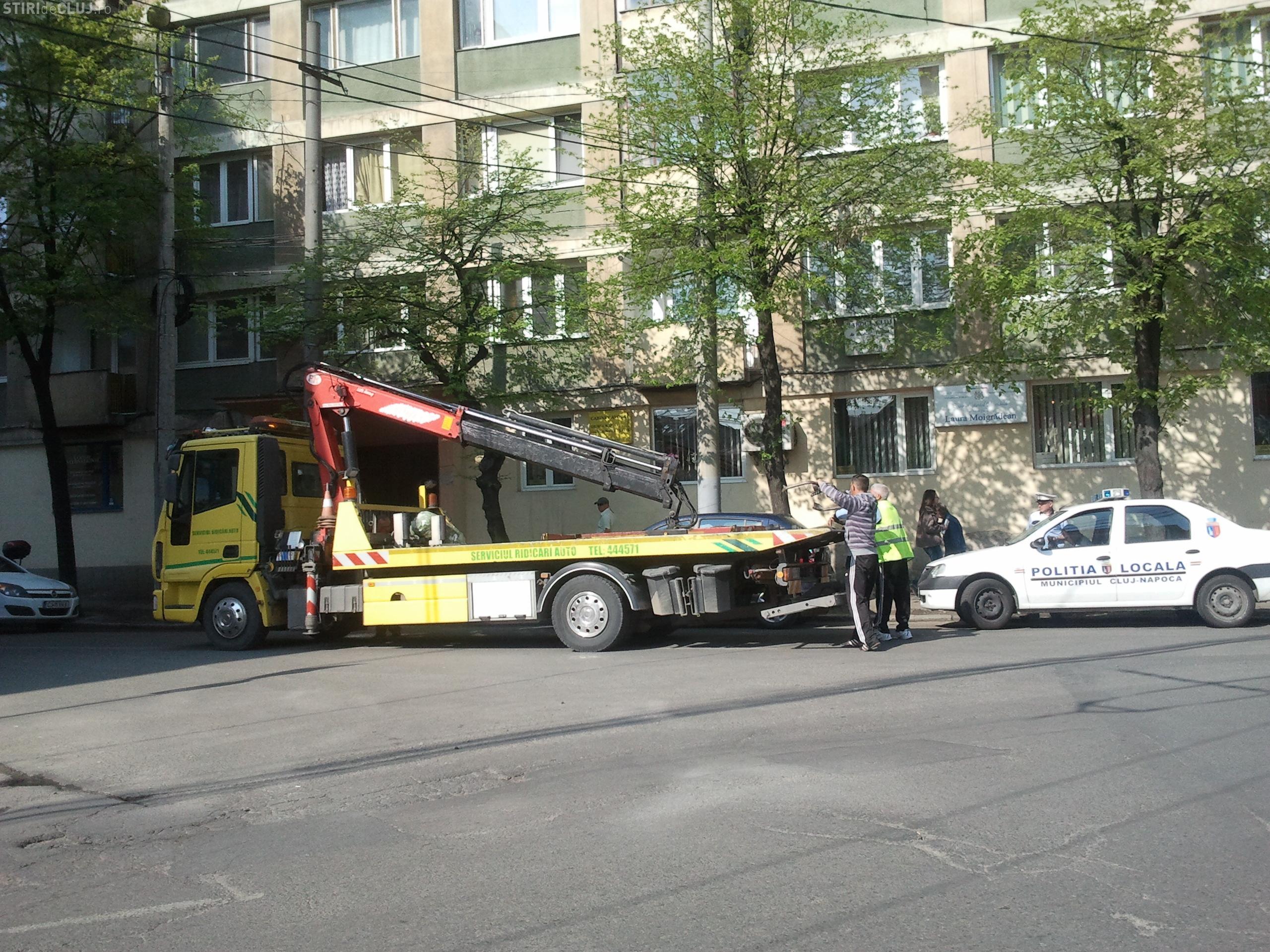 Si-a parcat masina in intersectie si i-a fost ridicată în urma unei reclamaţii  FOTO