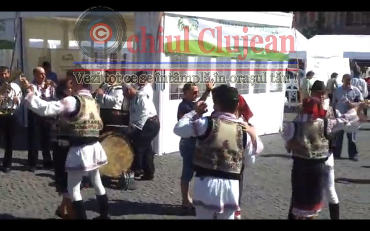 Ziua Satului Romanesc! Dansuri populare in Piata Unirii din Cluj-Napoca VIDEO