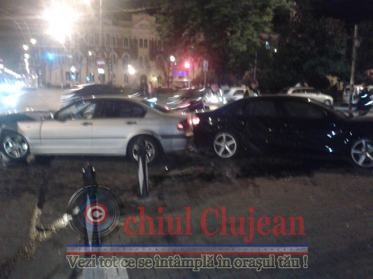 Accident in centrul Clujului! Doua autoturisme sau ciocnit FOTO-VIDEO