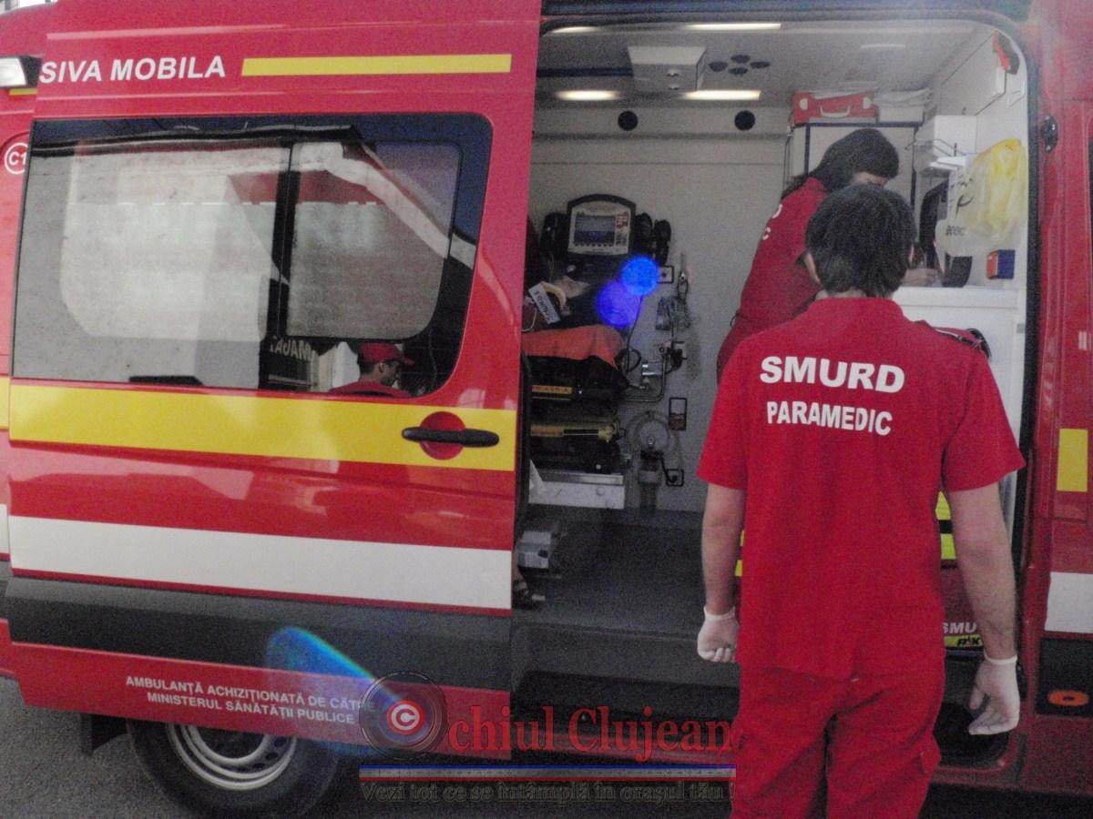 Accident in Huedin! Un microbuz cu noua pasageri s-a rasturnat iar doua persoane au fost ranite