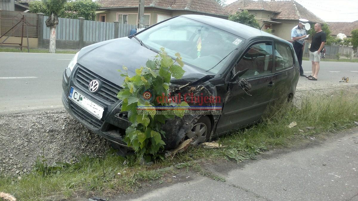 Accident in Gherla! O soferita a pierdut controlul volanului FOTO