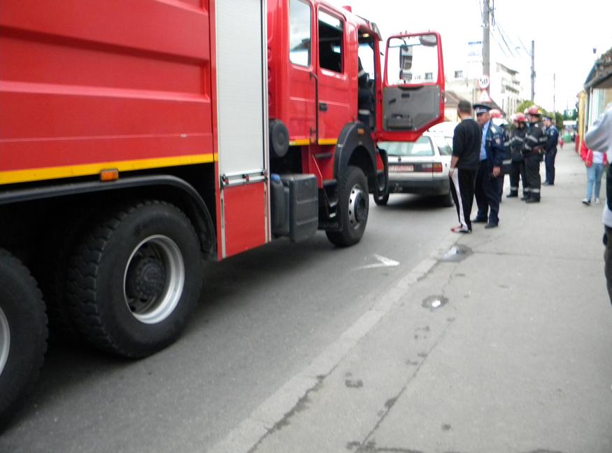 Incendiu pe strada Motilor! O masina a luat foc FOTO