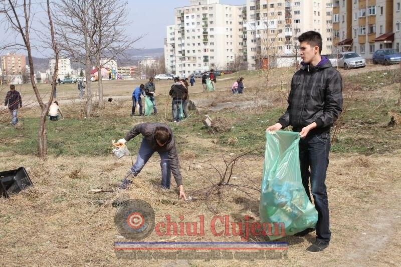 """Proiect """"Iubesc Clujul Curat""""! Peste 2000 de elevi clujeni au participat la curatirea orasului"""