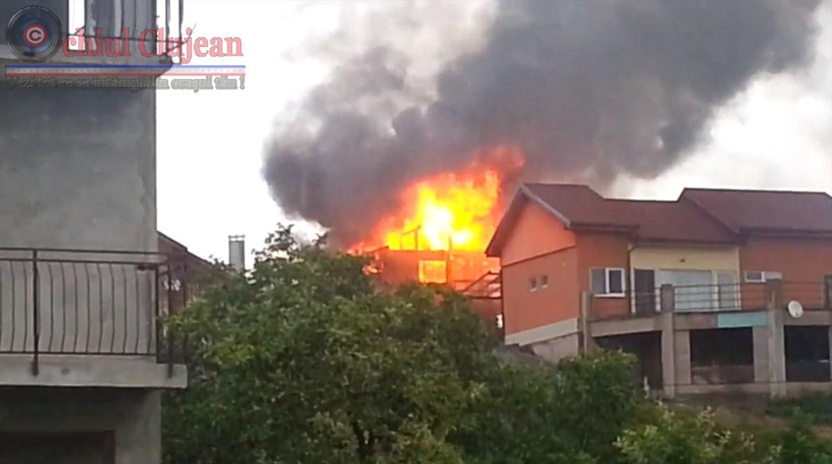 Incendiu in Cluj-Napoca! O casa de pe strada Vrancei a fost trasnita VIDEO