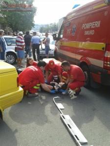 accident in manastur,un motociclist si prietena sa au fost loviti de masina (5)