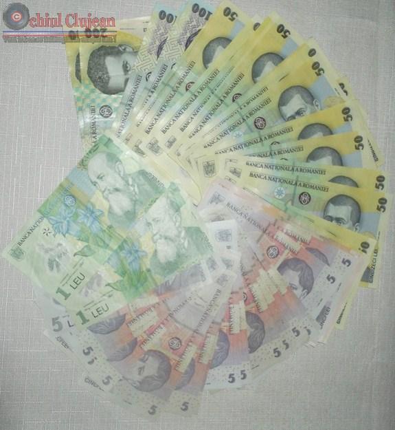 Gherla: A găsit bani pe stradă și i-a predat la Poliție
