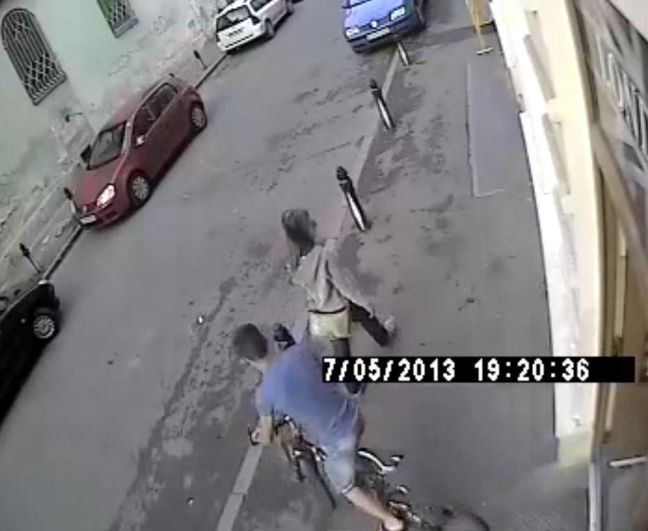 Furt de biciclete in centrul Clujului surprins de camerele de supraveghere VIDEO