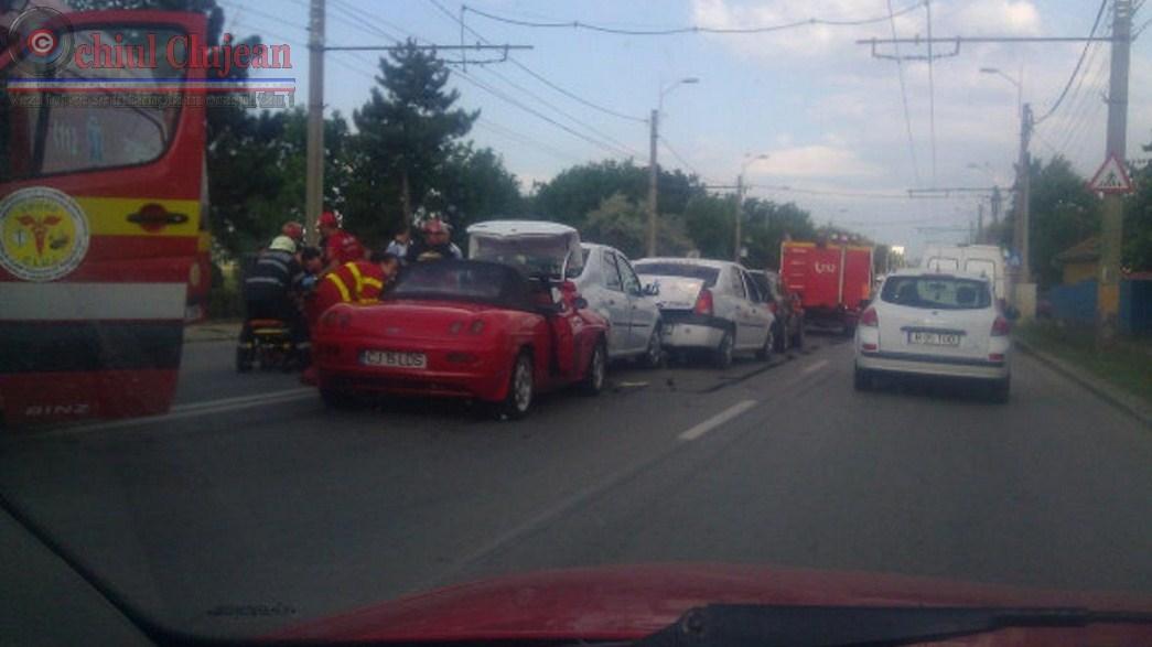 Accident in Cluj-Napoca! Patru masini s-au ciocnit si doua persoane au fost ranite pe strada Traian Vuia FOTO
