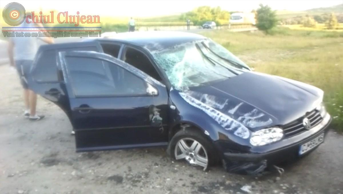 Accident la intrare in Sanpaul! Un tanar de 21 de ani s-a rasturnat cu masina FOTO