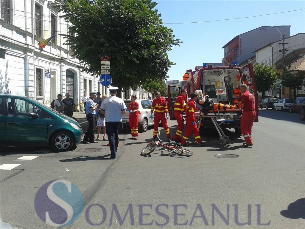 Accident la intersectia strazii Pitesti cu Calea Dorobantilor! Biciclista lovita de un autoturism FOTO