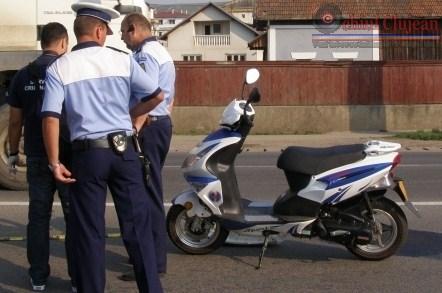 Trei tineri s-au urcat pe moped fara permis iar acum risca dosar penal