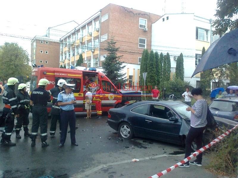 Accident in Manastur! Doua autoturisme sau ciocnit in intersectia strazilor Taberei cu Tasnad FOTO