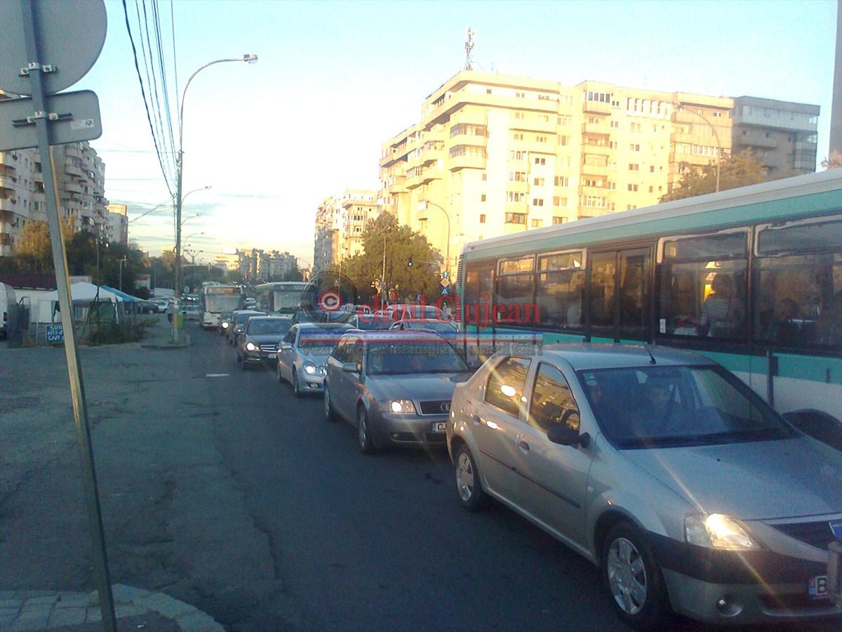 Calea Florești – paralizată de traficul intens de mașini FOTO