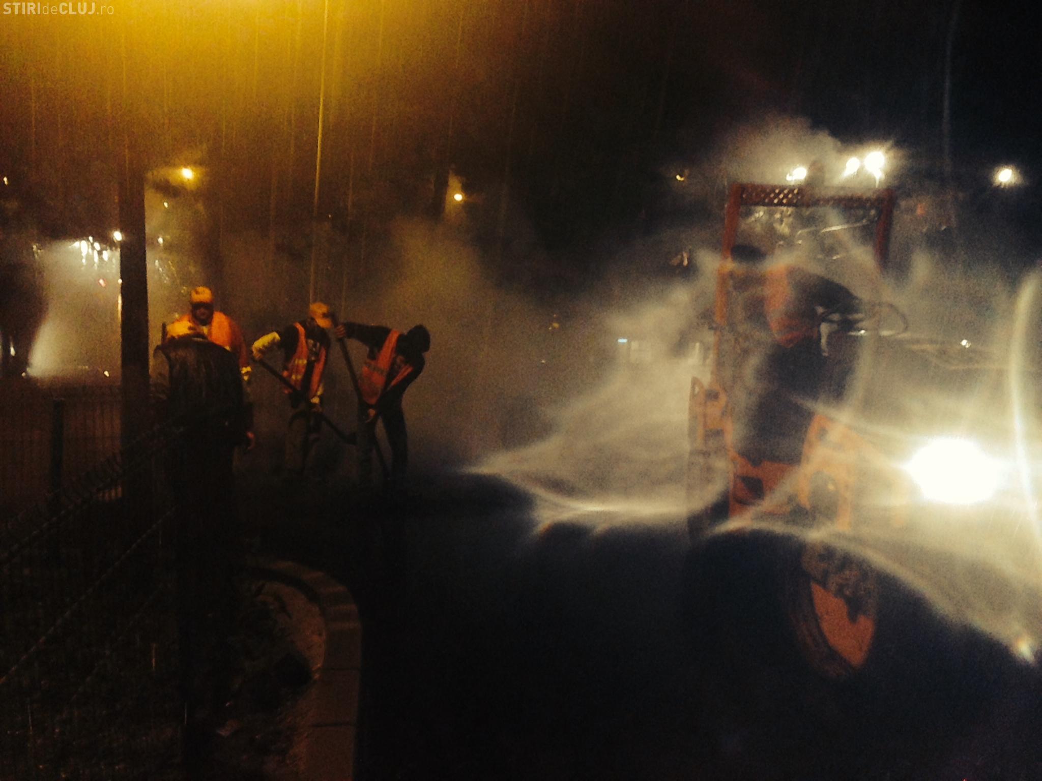 Plouă de RUPE la Cluj, dar firma KIAT toarnă asfalt în Mănăștur – FOTO