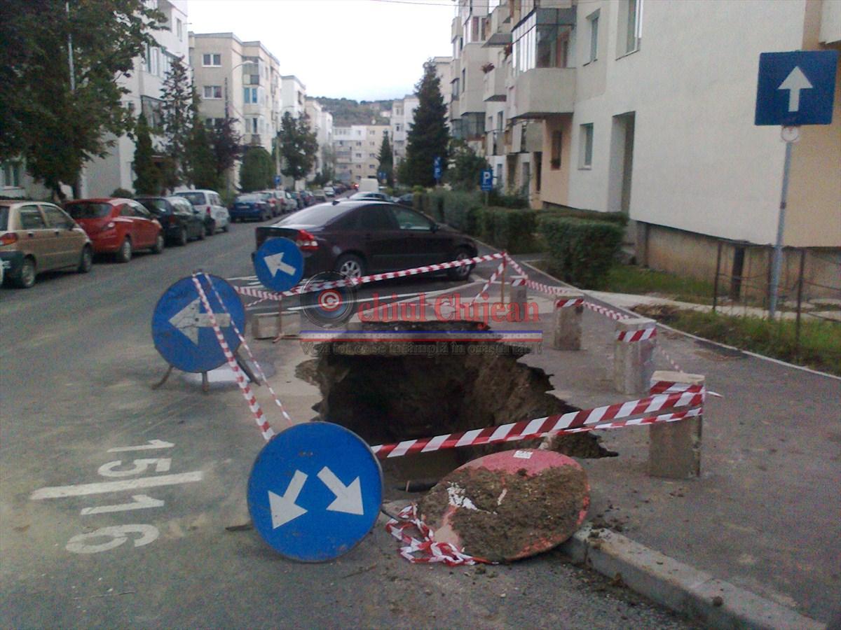 Clujean:Pe strada Brates din cartierul Manastur apar gropile ca ciupercile dupa ploaie FOTO