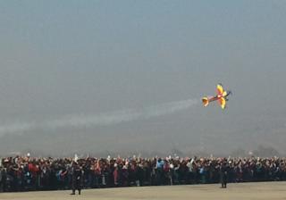 Acrobaţiile unui pilot clujean a cucerit inimile miilor de spectatori FOTO