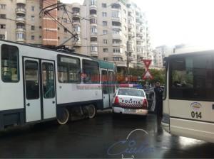 Masina politiei  lovita de un tramvai (1)
