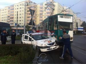 Masina politiei  lovita de un tramvai (2)