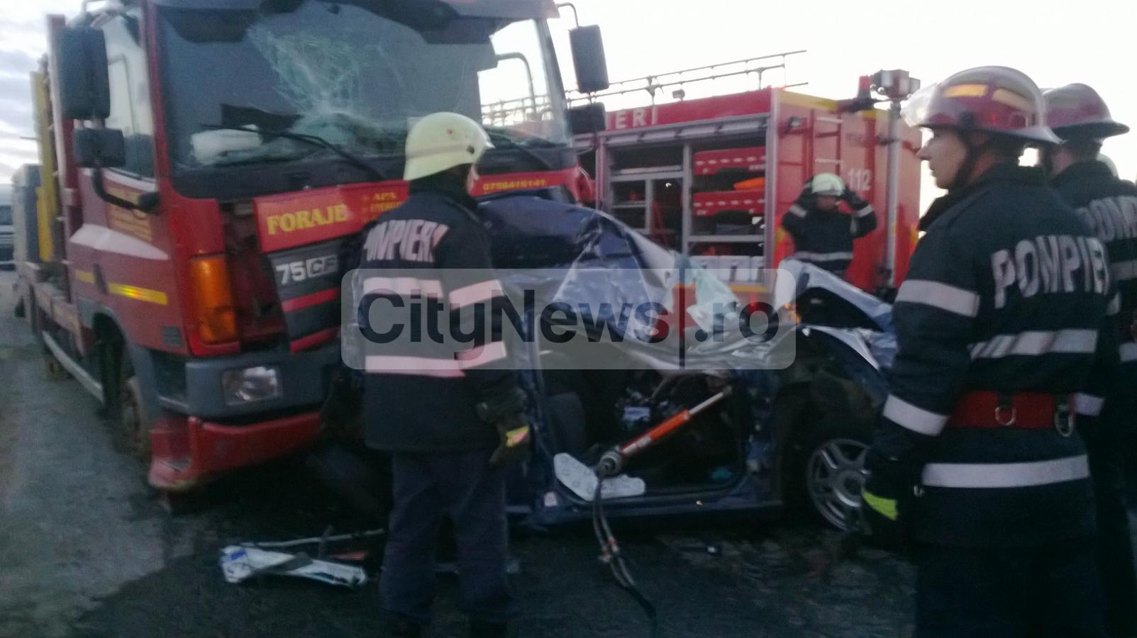 Accident pe centura Vâlcele-Apahida. O maşină a fost strivită între două TIR-uri FOTO