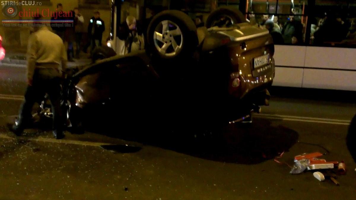 Accident GRAV in Cluj-Napoca! Un autoturism s-a rasturnat pe strada Motilor FOTO