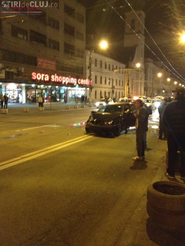 Accident in Cluj-Napoca! Un taximetrist și șoferul unui BMW s-au ciocnit in fata la SORA FOTO