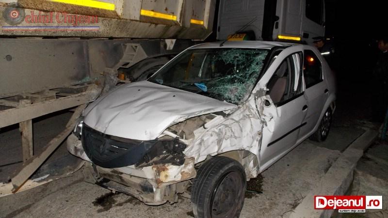 Accident intre un taximetru si un camion la intrare in Dej.  FOTO-VIDEO