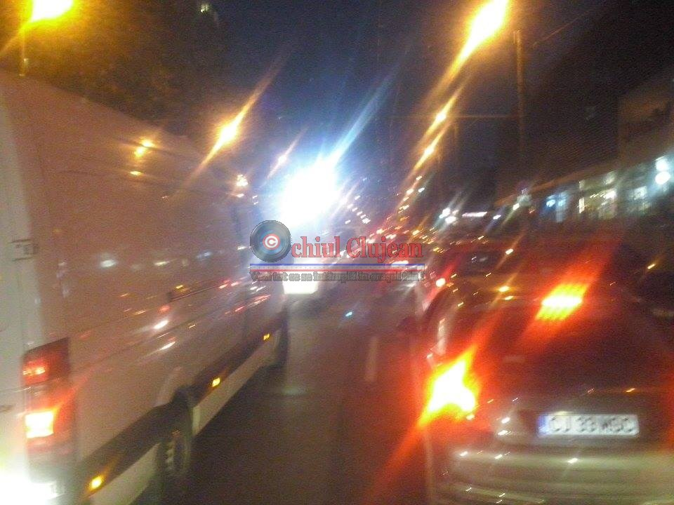 Strada Izlazului din Manastur sufocata de masini de luminatie FOTO