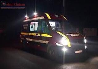 Un clujean a ajuns la spital dupa ce masina care o repara a cazut peste el