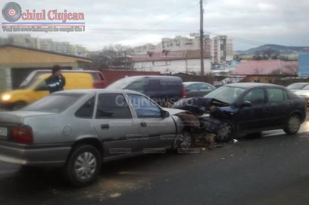 Accident pe varianta Zorilor-Manastur! O persoana a fost ranita dupa ce doua masini s-au ciocnit FOTO