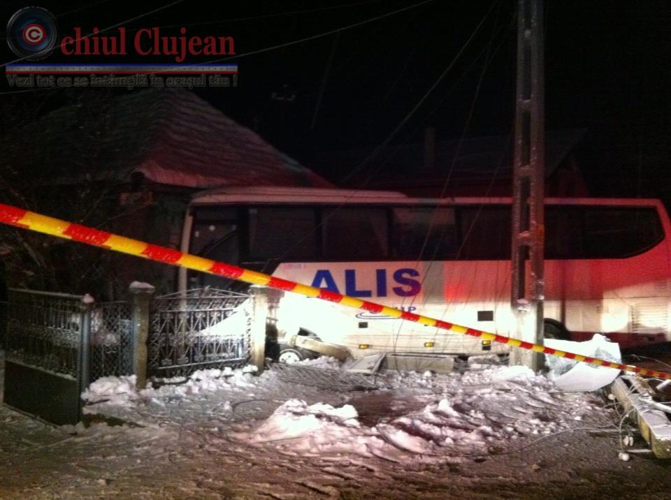 Accident la Iclod! Un autocar ALIS a intrat intr-o casa VIDEO