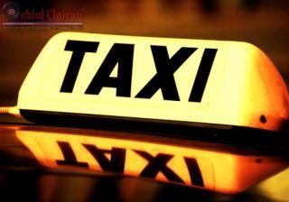 Taximetrist snopit în bătaie pe o stradă din Cluj-Napoca. Agresorul a părăsit locul faptei, ca și cum nu s-ar fi întâmplat nimic FOTO