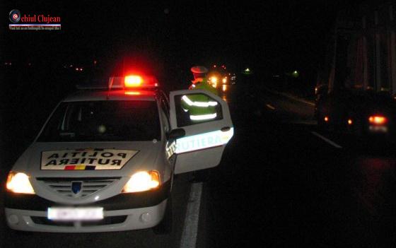 Un șofer s-a izbit cu mașina de un stâlp de telegraf