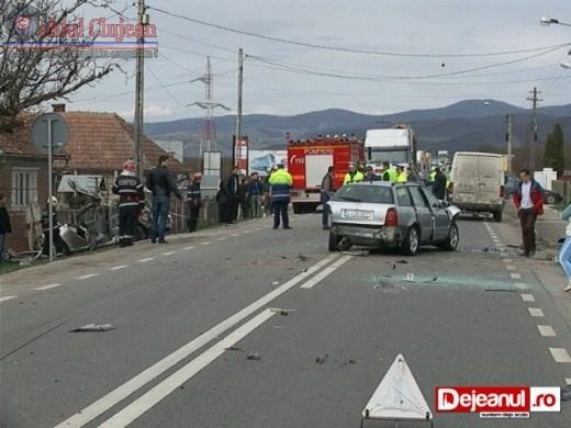 Accident Grav la Urisor! Patru autoturisme implicate si doua persoane ranite VIDEO