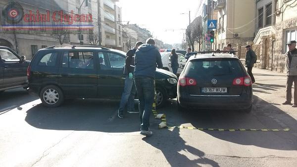 Accident pe Motilor! Tamponare intre doua autoturisme. O persoana ranita VIDEO