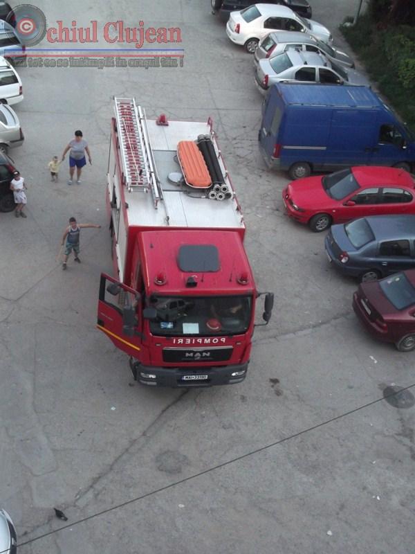 Incendiu in Gruia! Clujean de 60 de ani salvat de pompieri dupa ce apartamentul sau a fost cuprins de flacari