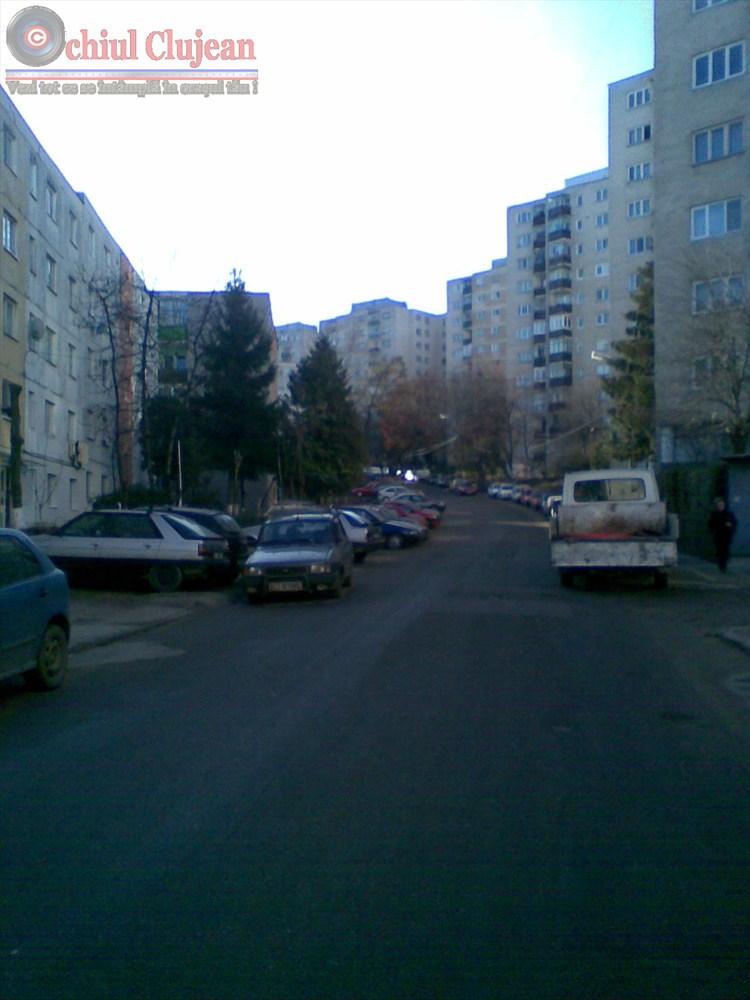 Clujeanca talharita in Manastur. I-a smuls lantisorul de la gat