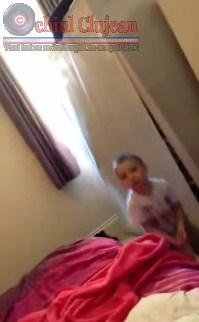 """Clipul ZILEI: Un copil a dat, din greşeală, peste """"jucăria"""" preferată a mamei VIDEO"""