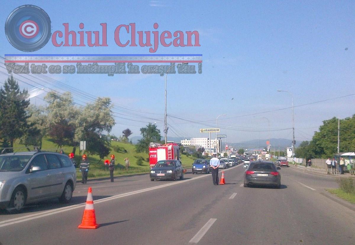Accident la Podul N din Manastur! Impact intre un autocar si un autoturism. Patru persoane au ajuns la spital FOTO