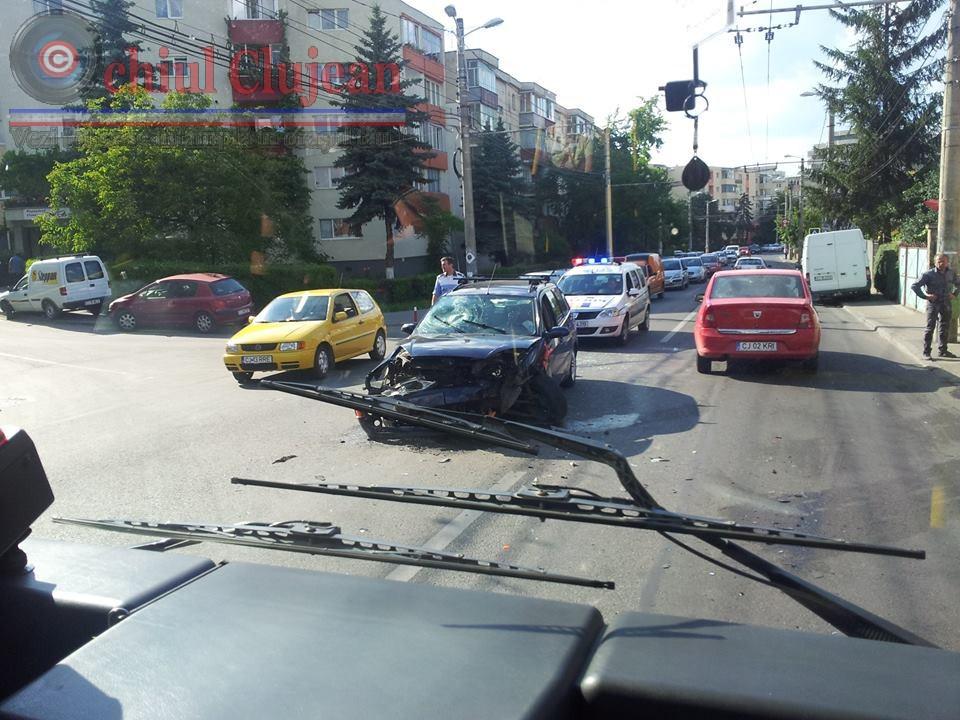 Accident in Manastur! Doua autoturisme s-au ciocnit la intersectia strazi Campului cu Ion Mester FOTO