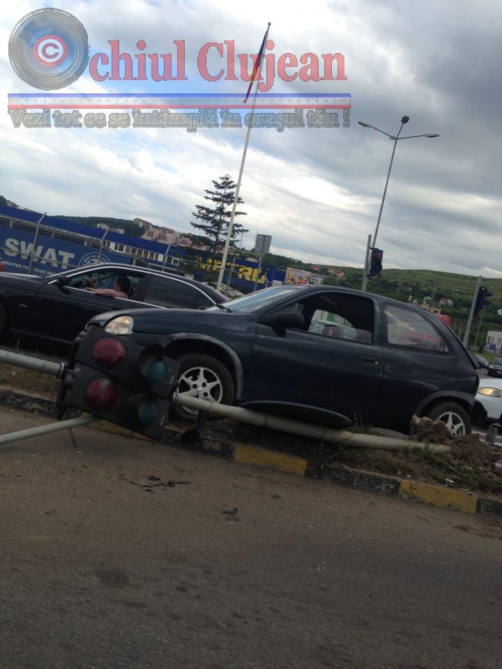 Accident  in fata la METRO! Semaforul a fost pus la pamant FOTO
