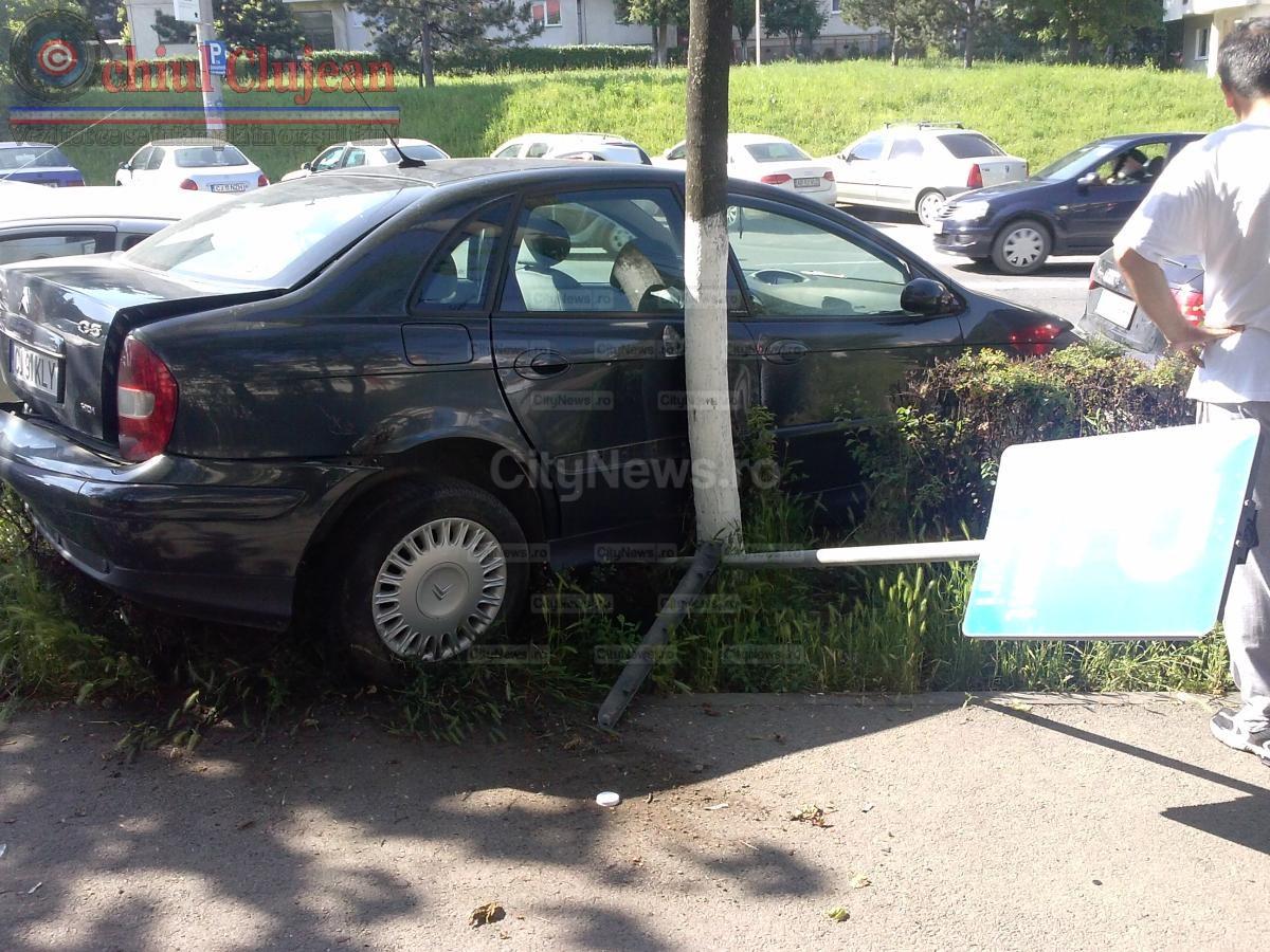 Accident in Zorilor! O duba a intrat pe contrasens FOTO