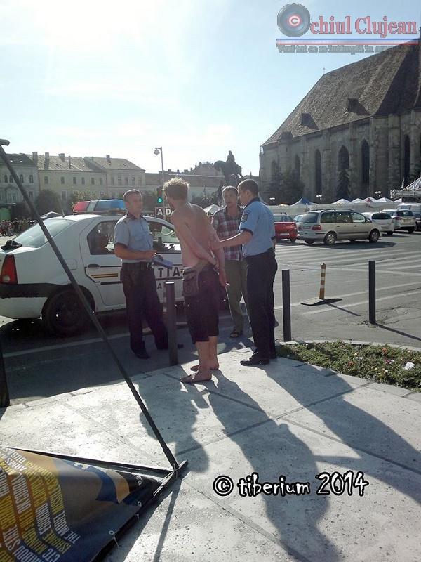 Barbat incatusat de politisti in Piata Unirii FOTO