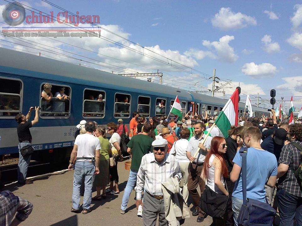 Peste 3000 de maghiari sunt in drum spre Sumuleu, la pelerinajul de Rusalii, au trecut și prin Cluj-Napoca FOTO