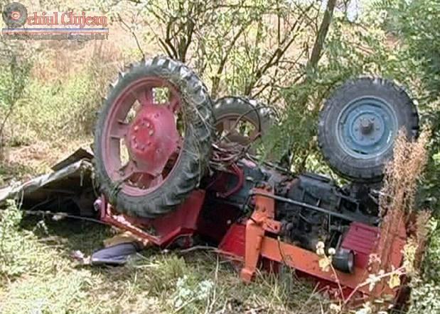 Barbat de 42 de ani din Unguras a murit strivit de un tractor