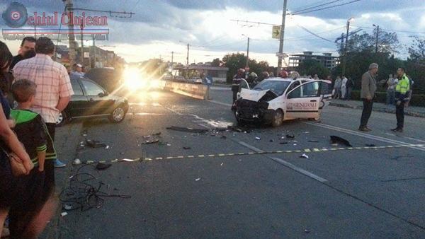 Accident grav la Podul IRA! Impact intre doua autoturisme FOTO
