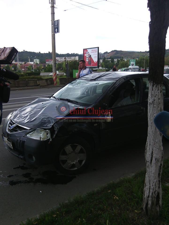 Accident langa Sala Sporturilor! Un sofer a intrat cu masina intr-un stalp