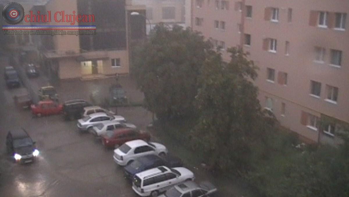Ploaia si vantul puternic au facut ravagii la Cluj! Mai multe strazi au fost inundate VIDEO