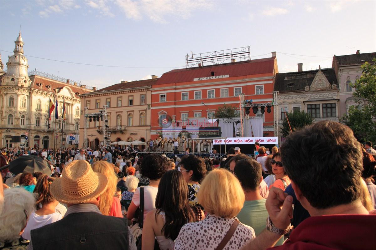 Spectacol de Verdi, in Piata Unirii FOTO